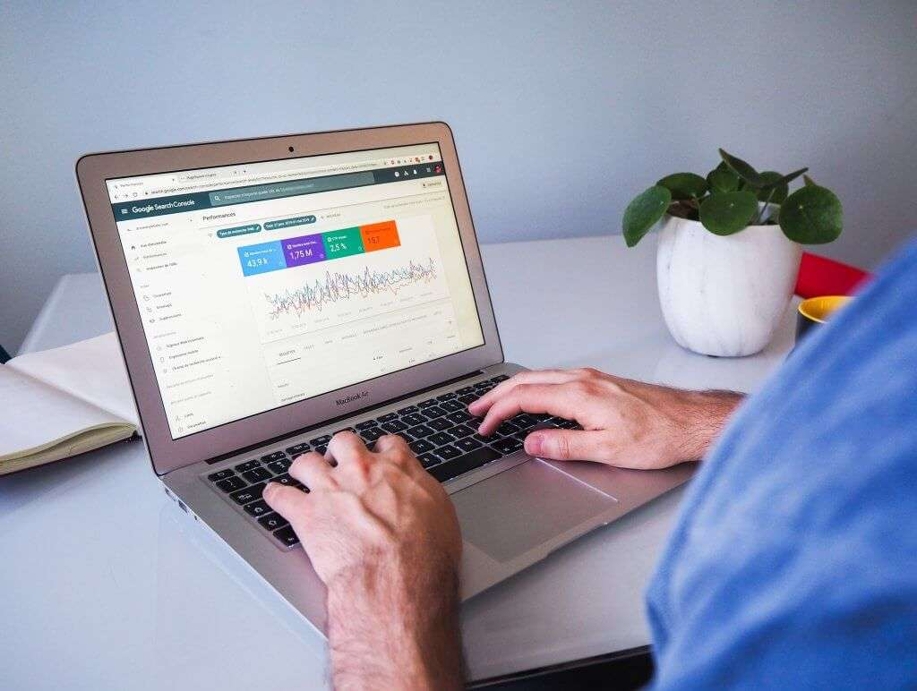 SEO consultants should use analytical tools to measure SEO efforts
